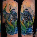 Уникальный вариант существующей татуировки золотая рыбка – рисунок подойдет для тату золотая рыбка на ноге