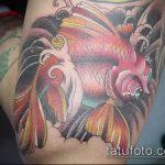 Классный вариант существующей тату золотая рыбка – рисунок подойдет для тату золотая рыбка на запястье