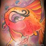 Оригинальный пример готовой тату золотая рыбка – рисунок подойдет для тату золотая рыбка на боку