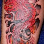 Крутой вариант существующей татуировки золотая рыбка – рисунок подойдет для тату золотая рыбка на ноге