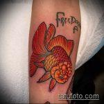 Оригинальный пример существующей тату золотая рыбка – рисунок подойдет для тату золотая рыбка на лодыжке
