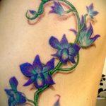 Уникальный пример выполненной татуировки ирис – рисунок подойдет для тату ирис шея
