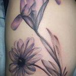 Интересный вариант существующей татуировки ирис – рисунок подойдет для тату ирисы на руке