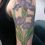 Зачетный вариант выполненной наколки ирис – рисунок подойдет для тату цветка ирис