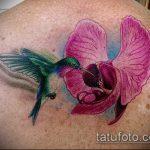 Классный пример готовой татуировки ирис – рисунок подойдет для тату ирис шея
