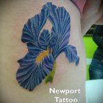 Классный вариант существующей татуировки ирис – рисунок подойдет для тату ирисы на спине