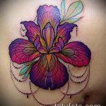 Оригинальный вариант существующей татуировки ирис – рисунок подойдет для тату ирис шея