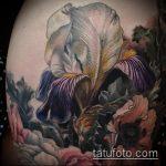Классный пример нанесенной татуировки ирис – рисунок подойдет для тату ирис на зоне