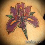 Уникальный вариант выполненной татуировки ирис – рисунок подойдет для тату ирис на ноге