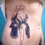 Прикольный вариант готовой татуировки ирис – рисунок подойдет для тату ириса цветка