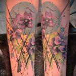 Интересный вариант нанесенной тату ирис – рисунок подойдет для тату ирисы на руке