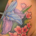 Оригинальный вариант существующей татуировки ирис – рисунок подойдет для тату ирис на спине