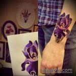 Прикольный вариант существующей татуировки ирис – рисунок подойдет для тату цветка ирис