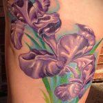 Крутой вариант нанесенной наколки ирис – рисунок подойдет для тату ириса цветка