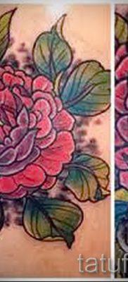 Интересный вариант наколки камелия на фото для статьи про смысл рисунка цветка камелии в тату