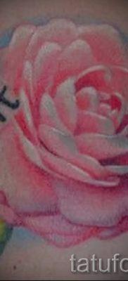 Достойный вариант татутатуировки камелия на фотографии для публикации про историю рисунка цветка камелии в тату