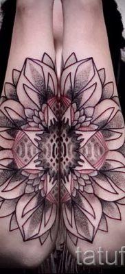Классный вариант татутатуировки камелия на фото для материала про толкование рисунка цветка камелии в татуировке