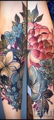 Прикольный вариант наколки камелия на фото для статьи про толкование рисунка цветка камелии в тату