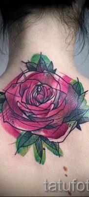 Интересный вариант наколки камелия на фотографии для заметки про толкование рисунка цветка камелии в татуировке