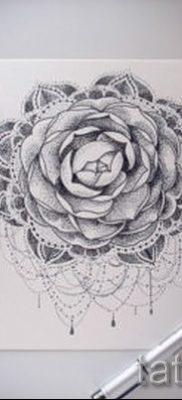 Достойный вариант татутатуировки камелия на фотографии для статьи про толкование рисунка цветка камелии в татуировке