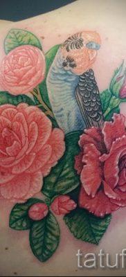 Интересный вариант наколки камелия на фотографии для публикации про историю рисунка цветка камелии в татуировке