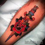 Прикольный пример готовой татуировки кинжал и роза – рисунок подойдет для тату кинжал и роза и череп