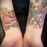Интересный пример выполненной тату кинжал и роза – рисунок подойдет для тату кинжал и роза алая