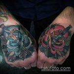 Крутой вариант нанесенной татуировки кинжал и роза – рисунок подойдет для тату кинжал и роза алая