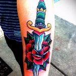 Интересный вариант существующей тату кинжал и роза – рисунок подойдет для тату кинжал и роза белая
