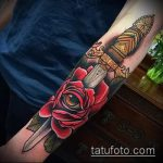 Интересный пример нанесенной наколки кинжал и роза – рисунок подойдет для тату кинжал и роза и череп