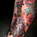Уникальный вариант выполненной тату кинжал и роза – рисунок подойдет для тату кинжал и роза белая
