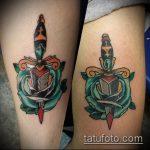 Прикольный вариант нанесенной тату кинжал и роза – рисунок подойдет для тату кинжал и роза алая