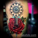 Классный вариант существующей наколки кинжал и роза – рисунок подойдет для тату кинжал и роза алая