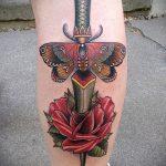 Прикольный пример выполненной татуировки кинжал и роза – рисунок подойдет для тату кинжал и роза и череп
