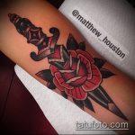 Крутой вариант готовой наколки кинжал и роза – рисунок подойдет для тату кинжал и роза белая