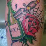 Классный пример готовой наколки кинжал и роза – рисунок подойдет для тату кинжал и роза белая