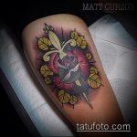 Крутой вариант выполненной татуировки кинжал и роза – рисунок подойдет для тату кинжал и роза алая