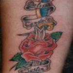Зачетный пример существующей тату кинжал и роза – рисунок подойдет для тату кинжал и роза белая