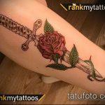 Классный пример нанесенной тату кинжал и роза – рисунок подойдет для тату кинжал и роза белая