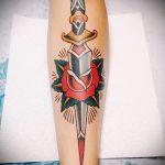 Прикольный вариант выполненной татуировки кинжал и роза – рисунок подойдет для тату кинжал и роза и череп