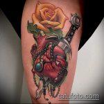 Оригинальный пример существующей тату кинжал и роза – рисунок подойдет для тату кинжал и роза алая