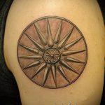 Интересный вариант готовой тату круг – рисунок подойдет для тату круг перьями