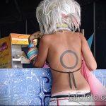 Интересный вариант выполненной татуировки круг – рисунок подойдет для тату круг точкой внутри