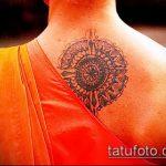 Интересный вариант нанесенной тату круг – рисунок подойдет для тату круг перьями