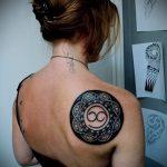 Интересный пример выполненной тату круг – рисунок подойдет для тату узоры круг