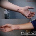 Классный вариант нанесенной татуировки круг – рисунок подойдет для тату круге плече