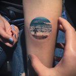 Интересный вариант нанесенной тату круг – рисунок подойдет для означает треугольник кругу тату