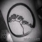 Интересный пример существующей татуировки круг – рисунок подойдет для тату в кругу друзей