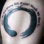 Крутой вариант выполненной татуировки круг – рисунок подойдет для тату спине круг