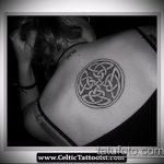 Крутой пример выполненной тату круг – рисунок подойдет для тату надпись кругу
